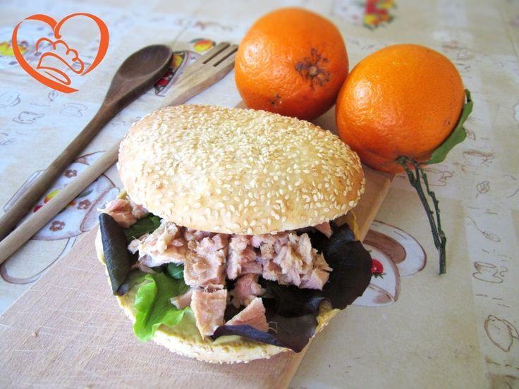 Panino con tonno,insalata e senape http://www.cuocaperpassione.it/ricetta/772e1f4c-9f72-6375-b10c-ff0000780917/Panino_con_tonnoinsalata_e_senape