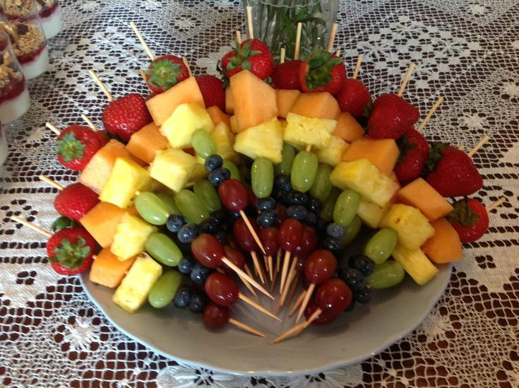 ❤️Only 55 cal. each - watermelon, grapes, cantaloupe, pineapple, blueberries or firm berry such as strawberries., mint and bamboo skewers. Optional: Add chunks of light cheese. Recipe: low-cholesterol.food.com/recipe/showy-but-simple-fruit-kabobs-perfect-for-a-party-397744
