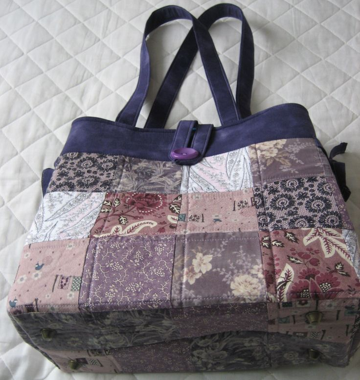 A big thanks to our customer Janice for sending in this photo of her finished Shades of Grey bag she completed at one of our workshops! We're loving the colours used.