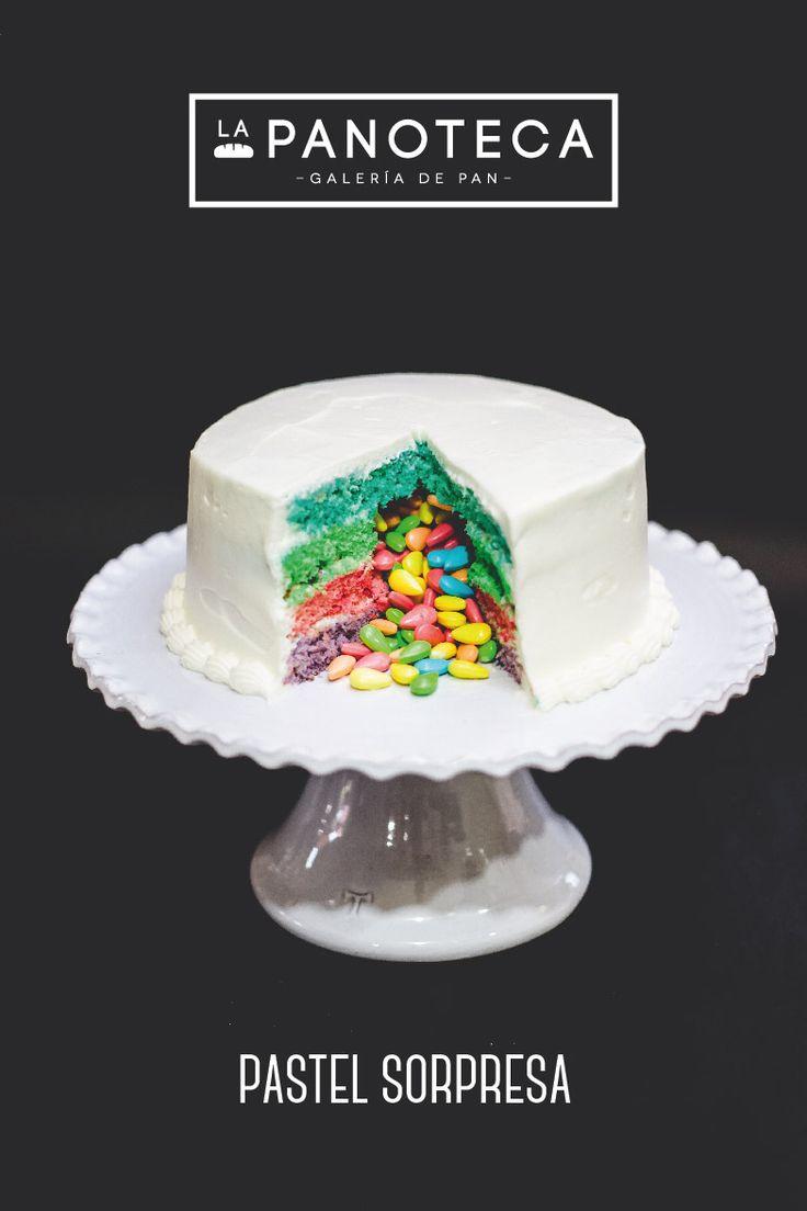 Pastel Sorpresa #pastel #sorpresa #colores #dulces #arcoiris #pastelería #gourmet #niños #decoración #cake #colors #candies #sweet #bakery #decoration #lapanoteca