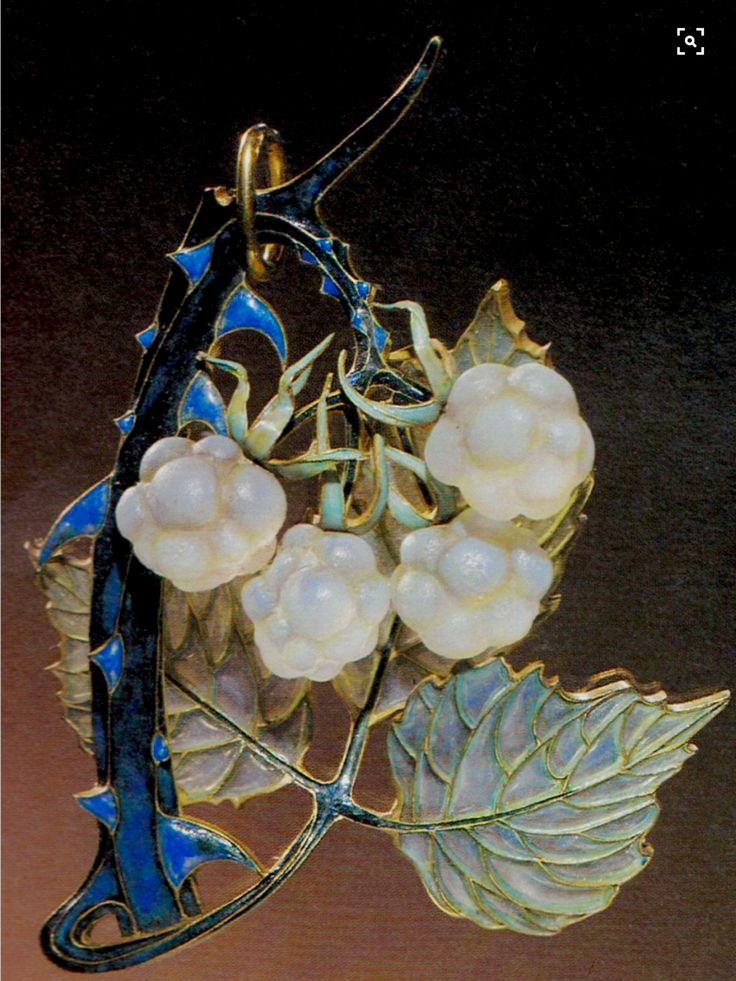 Lalique 1900-03 signed Art Nouveau 'Raspberry Leaf' Pendant: gold/ enamel/ glass. Source: The Jewelry of René Lalique, by Vivienne Becker