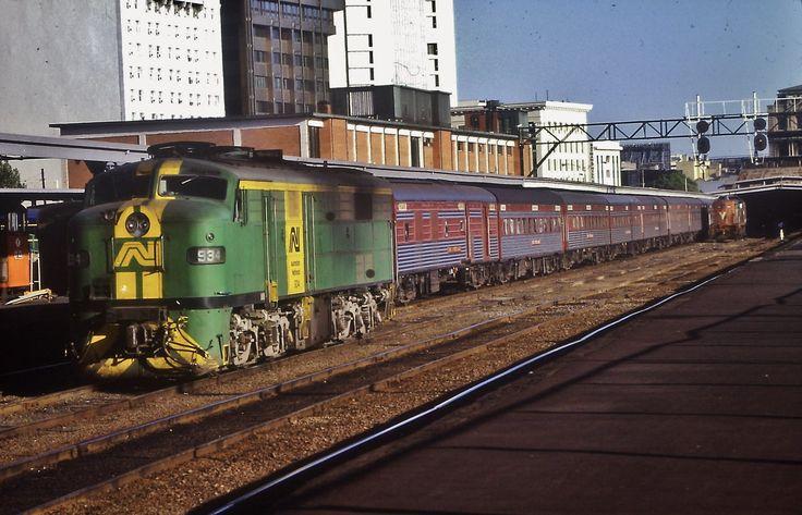 Green Loco 934 runs around The Overland, Melbourne Spencer Street station,1987