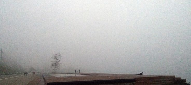 Η ομίχλη, η Θεσσαλονίκη και ο «Ακίνητος Ταξιδιώτης» του Κώστα Πήττα