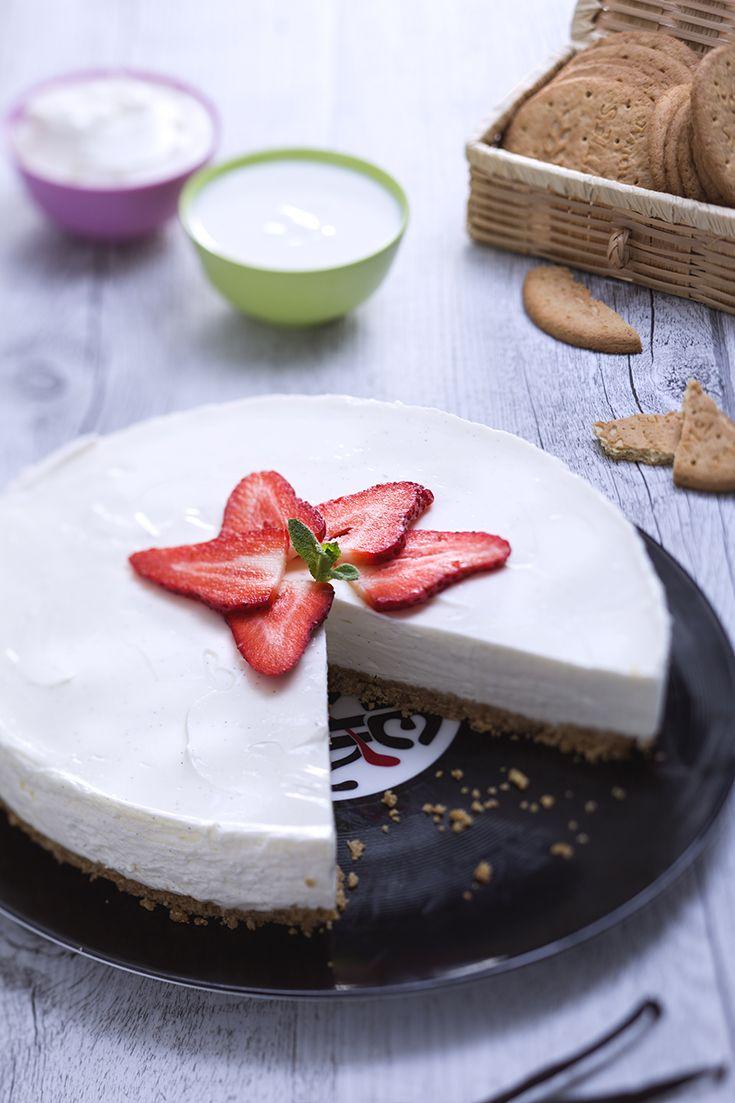 Uno dei dolci preferiti nel mondo è la cheesecake, che noi abbiamo fatto anche in versione un po' più #light! Questa #cheesecake #leggera è perfetta per essere assaporata in ogni occasione, anche a fine pasto: #fresca e ricca di gusto, da guarnire con #frutta fresca! #ricetta #GialloZafferano
