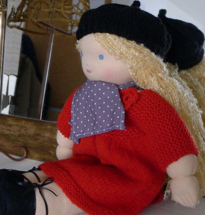 Poupée blonde de 40 cm, vêtements en coton bio et laine écologique