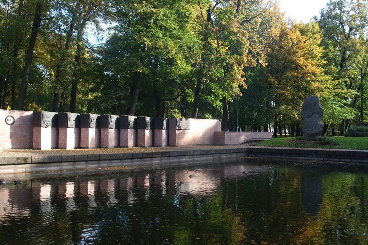 Monument dédié à l'hymne national de la Lettonie. Viestura dārzs, Riga.