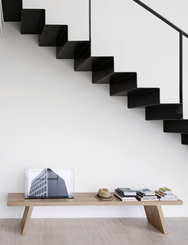 Un escalier minimaliste. http://www.m-habitat.fr/escaliers/types-d-escaliers/comment-choisir-son-escalier-679_A #escalier #maison #design