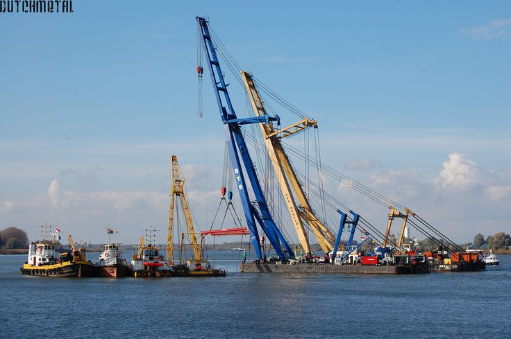 Salvaging a sunken ship | Flickr -
