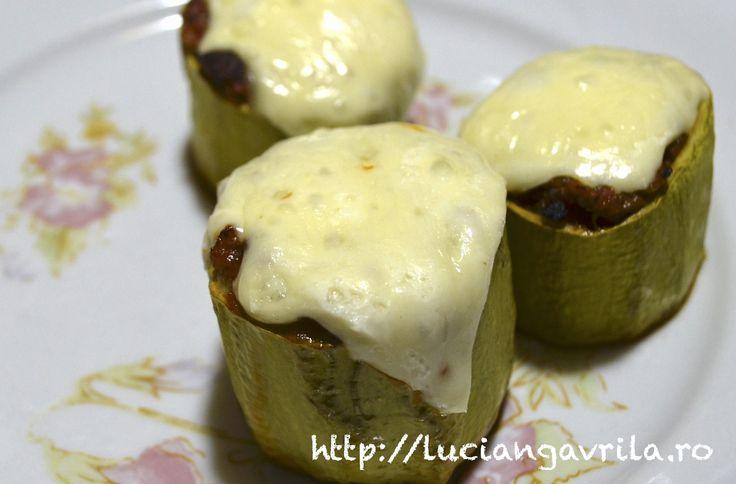 Dovlecei umpuți / Stuffed zucchini