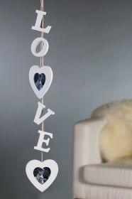 2 Herz Fotorahmen mit Schriftzug LOVE aus Holz 75 cm lang weiß