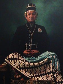 Hamengkubuwono X, the King of Special District of Yogyakarta from 1989 until now. The complete name of Hamengkubuwono X is Sampeyan Dalem ingkang Sinuhun Kanjeng Sultan Hamengku Buwana Senapati-ing-Ngalaga Abdurrahman Sayidin Panatagama Khalifatullah ingkang Jumeneng Kaping Sadasa.