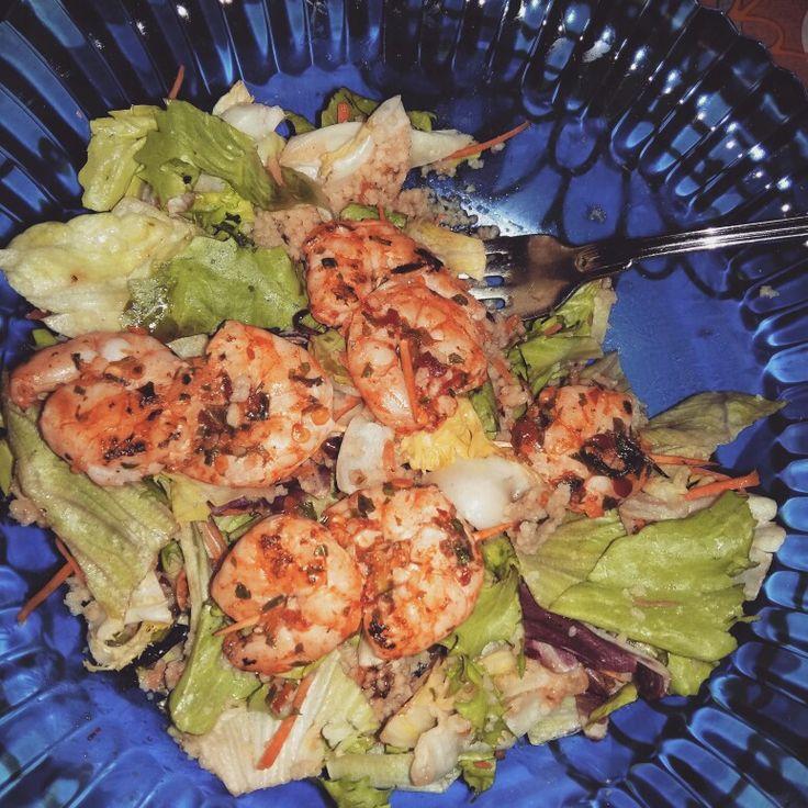 Chilis garnélàk kuszkuszos salátával. Sok rost, sok, értékes fehérje, minimális zsír. Isteni!