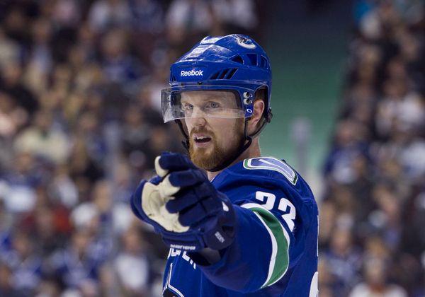 Hockey News: Penguins Collapse; 700 Assists for Henrik Sedin - http://thehockeywriters.com/hockey-news-penguins-collapse-700-assists-for-henrik-sedin/