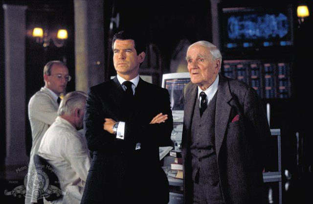 Pierce Brosnan and Desmond Llewelyn in The World Is Not Enough