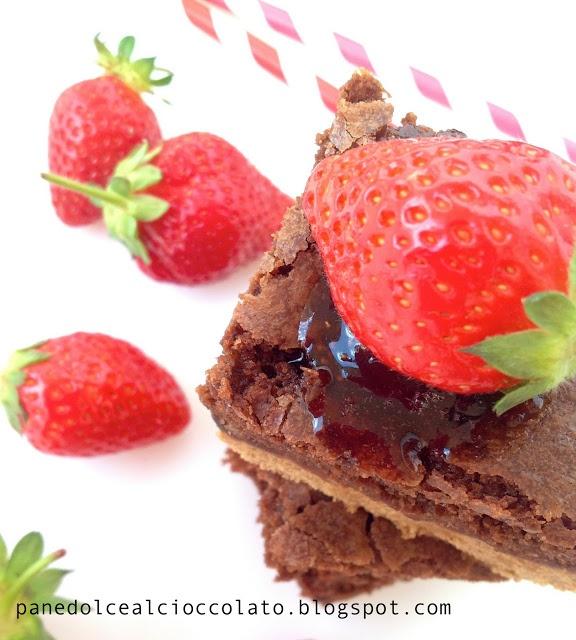 Crostata Brownies con latte di cocco e fragole senza burro senza uova | PANEDOLCEALCIOCCOLATO