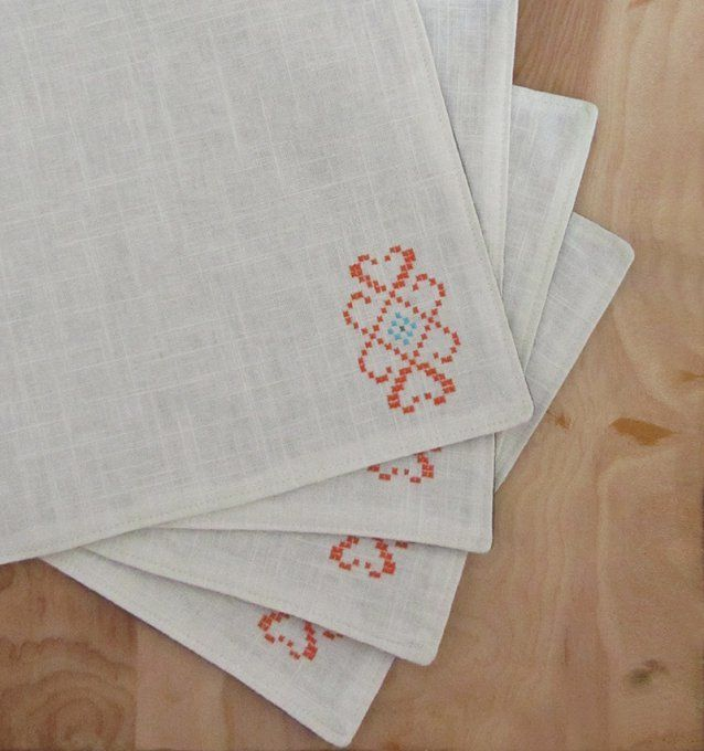 Sudaderie manteles individuales bordado a mano punto de - Manteles de mesa bordados ...