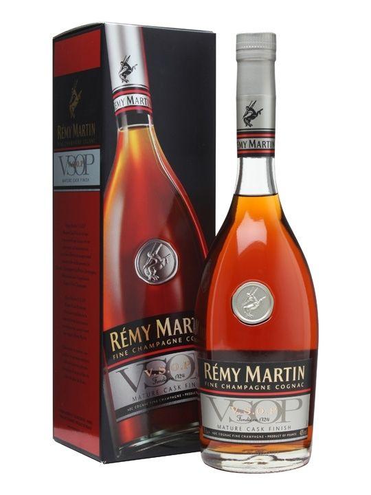 B&R Bevande enoteca Torino - Shop online. Remy Martin è un cognac invecchiato in botti di rovere francese . Questo lungo processo di lavorazione dona al Remy Martin una profumazione di albicocca, mela cotta e fiori.