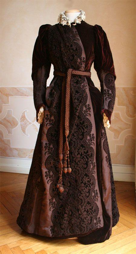 """House dress, 1889.  """"Veste da cas intera a in velluto di seta marrone.""""  Abiti Antichi- Abito da casa 4"""