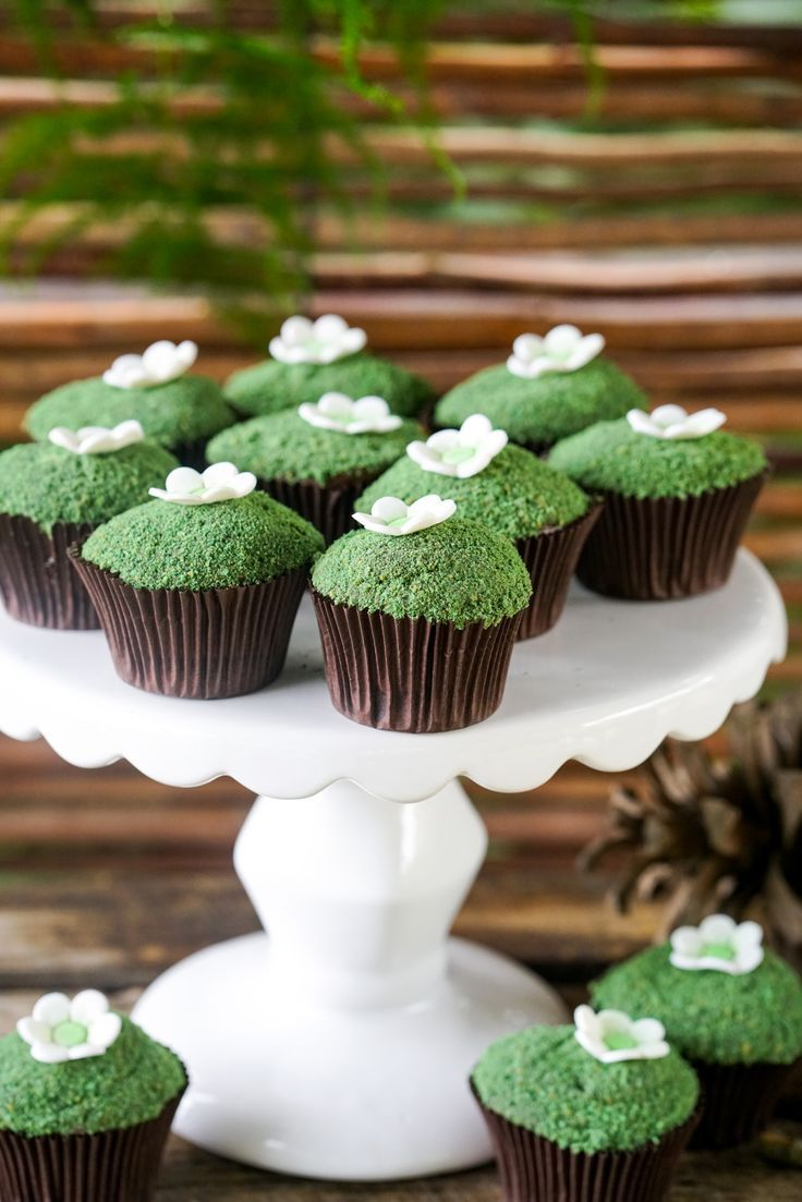 Adorable moss-inspired cupcakes that are perfect for an outdoorsy, Bambi-themed baby shower.