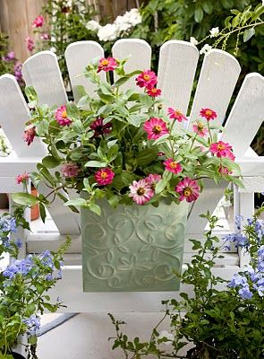 Planter hanging on the back of an outdoor chair - Love this :)Gardens Ideas, Adirondack Chairs, Container Garden, Outdoor Chairs, Outdoor Patios, Gardens Container, Gardens Chairs, Planters Hanging, Hanging Planters