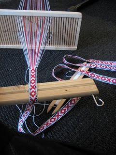 I have to learn how to do this!!!  YARN JUNGLE: Band weaving