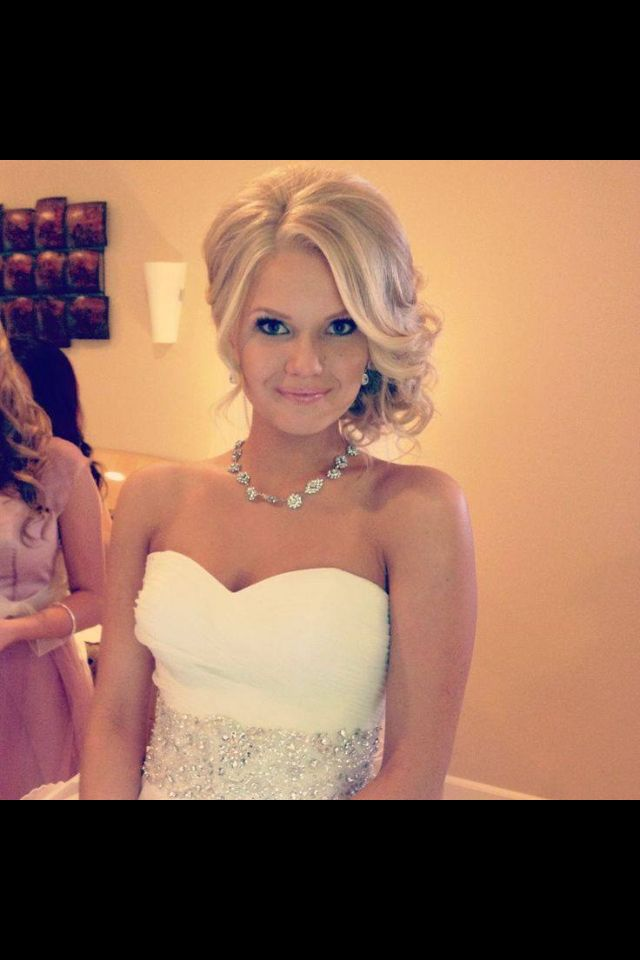 #Wedding #Hair styles - for more amazing tips, tools and local wedding vendors visit us at at http://www.brides-book.com