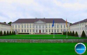Schloss Bellevue - Sitz des deutschen Bundespräsidenten  Uhrzeit Berlin und weitere Infos, Bilder und Videos auf http://uhrzeiten.biz