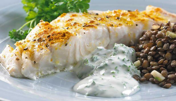 Ovnsbakt seifilet med eksotisk smak av garam masala. Grønne linser og frisk yoghurt passer godt med denne ovnsbakte seien.