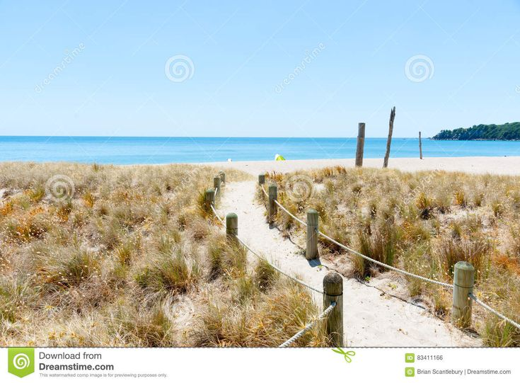 Monte La Playa Del Océano En La Trayectoria Caliente De La Arena Del Día De Verano Que Lleva Al Mar - Descarga De Over 68 Millones de fotos de alta calidad e imágenes Vectores. Inscríbete GRATIS hoy. Imagen: 83411166
