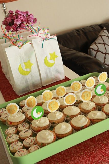 Eid Cupcakes using stickers and toothpicks