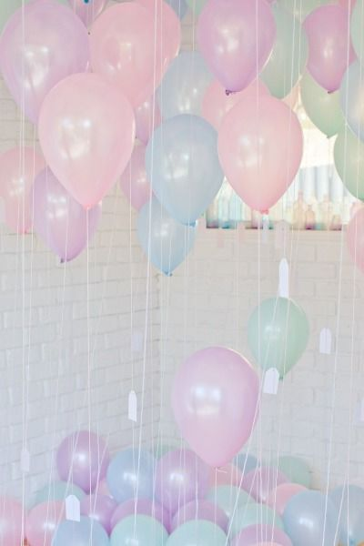 Beautiful pastel balloons! would love to do this as a surprise for one of my friends!