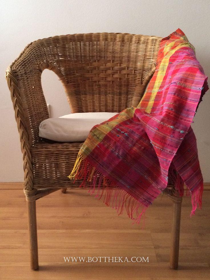 Colour bomb scarf - weaving cotton wool effect yarns http://bottheka.com/hu/colour-bomb