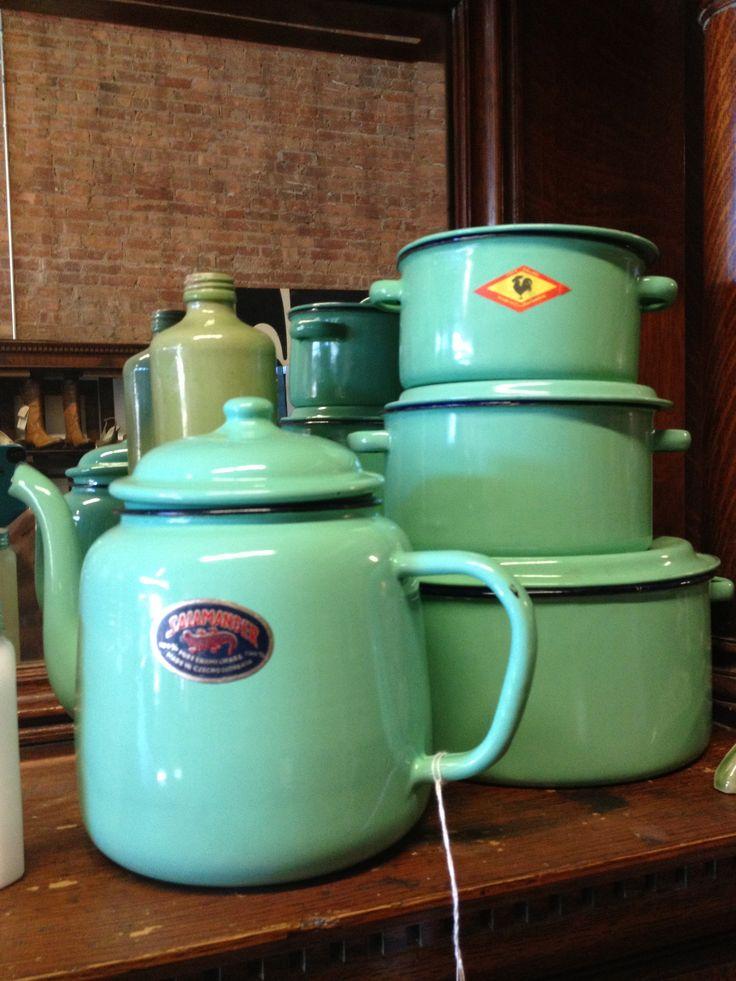 I diffusissimi oggetti da cucina smaltati a colori vivaci