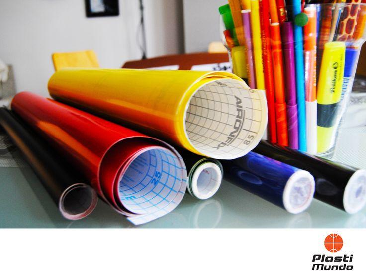EQUIPOS PARA IMPRESIÓN. Los rollos de vinil están compuestos por papel siliconado, el adhesivo de vinil y la máscara o transportadora que en conjunto, permiten instalarlo sin ningún inconveniente y evitar que se arruine la calidad. En Plastimundo ponemos a su disposición un amplio catálogo de colores y acabados para brindarle los mejores resultados. Si desea más información, le invitamos a visitarnos en nuestras sucursales o llamar al 56893815. #rotulacioneimpresiondigital