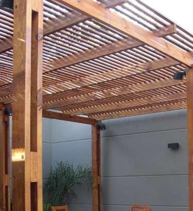Fresca y moderna p rgola en madera curada con l mina de - Diseno de pergolas de madera ...