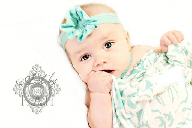 http://www.welivedhappilyeverafter.com/2012/05/baby-headband-tutorial.html