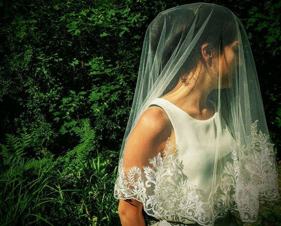 Lace trim drop veil