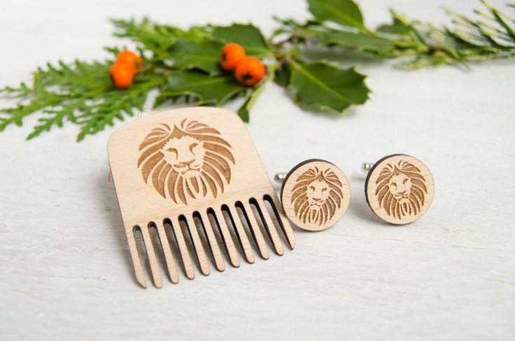 Men Gift set, comb & cufflinks with engraved lion portrait