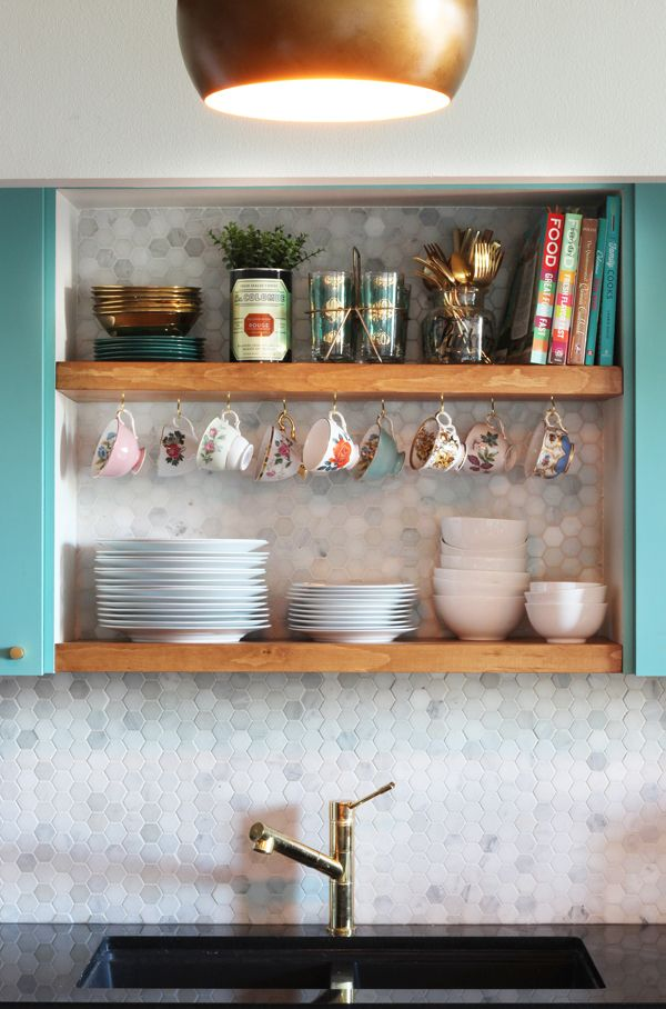 Before & After kitchen makeover: transform your cupboards into DIY open shelving. #kitchen #makeover #vintage