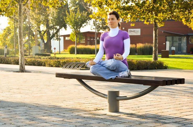 Vitai Kati jógaoktató www.eljharmoniaban.hu #kezdőjóga #hathajóga #jógatanfolyam #jóga #jógabudapest #meditáció #meditációstanfolyam  #jógastúdió #yogabudapest  #yoga #yogabudapest  #eljharmoniaban  #vitaikati #purusa  #yogapose #asana #ászana #stone  #meditation
