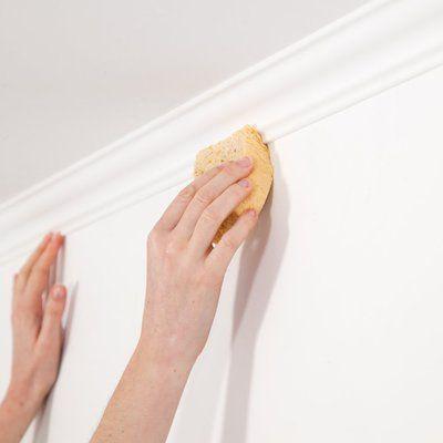 Etape 4 : Si la colle déborde, nettoyez le surplus avec une éponge humide.