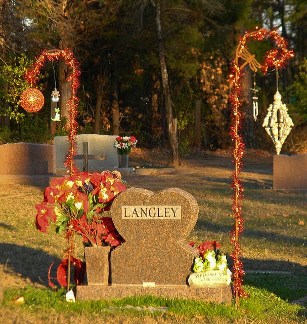 Diy Christmas Grave Decorations: 1000+ Images About Grave Side Decor On Pinterest