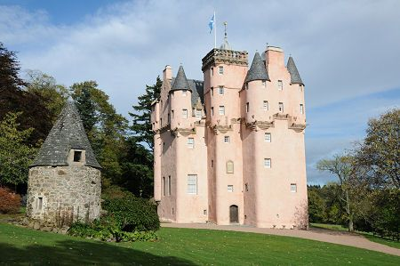 crisolyn-uendelig: Craigievar Castle, Aberdeen, Scotland — FUCKITANDMOVETOBRITAIN