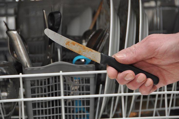 Dit pæne bestik kommer ud af opvaskemaskinen med små orange pletter. Det er flyverust. Det kan fjernes, og du kan undersøge og afhjælpe, at du oplever flyverusten igen.
