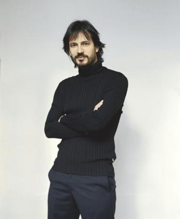 Timuçin Esen (d. 14 Ağustos 1973, Adana) Türk şarkıcı, sinema ve tiyatro oyuncusudur.aslan-leo