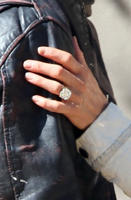 Jennifer Aniston's Engagement Ring: Here's a Better Look! (We Have a LOT to Discuss!) : Save the Date: Weddings: glamour.com