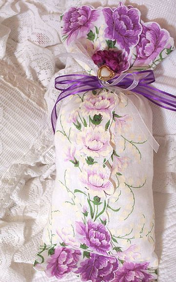 Vintage hanky lavendar sachet ~ no instructions. Love this. Have so many antique hankies.