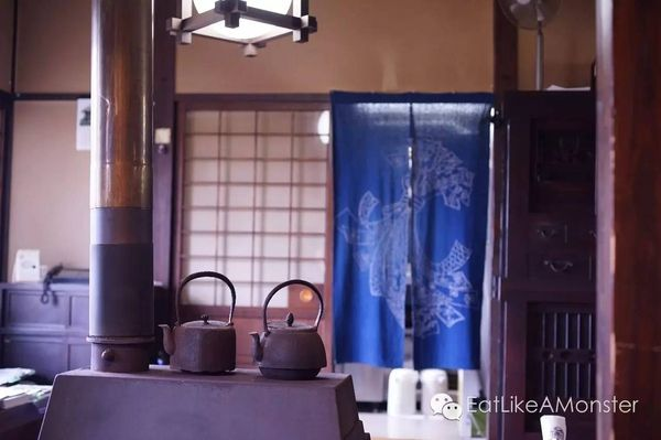 到日本一定要吃拉面? 其实拉面并非日本最具代表性的面食。日本面食文化里,作为拉面的老前辈,荞麦面和乌冬乃两大鼻…