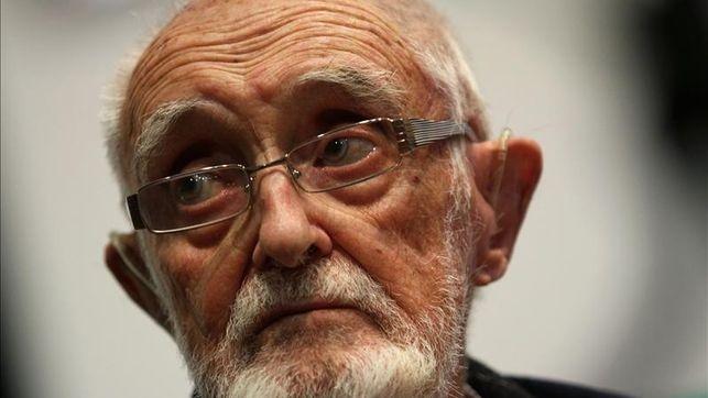 El humanista, símbolo del compromiso intelectual y ciudadano y referente del movimiento indignado, fallece a los 96 años en su casa de Madrid.
