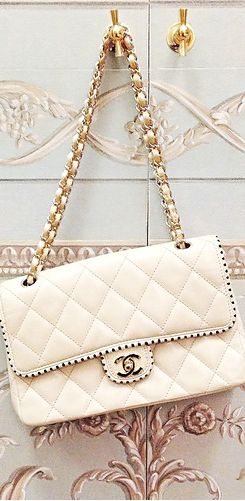 Chanel bag. http://higherthanheels.com/how2wear/
